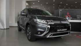 Mitsubishi Outlander - сравнение комплектаций