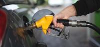 Даже капля бензина опасна для кузова! Эксперты предупредили водителей