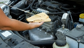 Нужно ли менять масло в моторе, если на машине почти не ездят?