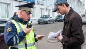 Водитель не отдал инспектору права – как накажут?